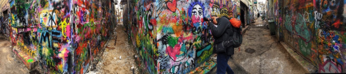 Incorporating street art in photos with Barcelona Photography Tours.